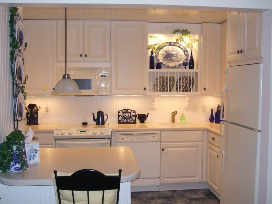 Small kitchen design on a budget design kitchen fresh for Small kitchen design ideas budget